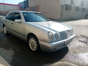 Avtomobil Mercedes Benz